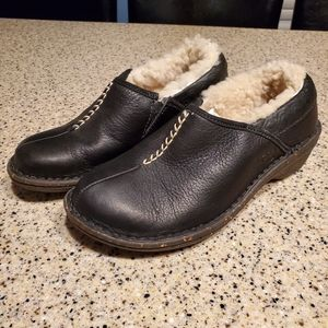 UGG SZ 5 Leather Clogs